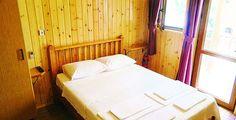 Bozcaada merkezde otel konseptinden farklı bir konaklama deneyimi için Bozcaada'nın en güzel manzarasına sahip , ahşap odalarıyla huzur veren bir tatil