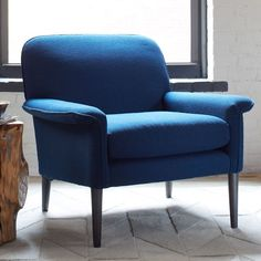 Its bent arms, curved lines and tapered solid wood legs make our Anders Armchair feel both modern and timeless.