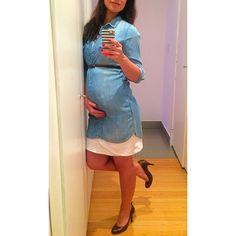 Execudivas! Work. Trabalho. Workattire. Pregnant. Jeans. Denim. Dress. Fashion.  #execudivas #fashion #ootd #style  #denim #jeans #pregnancy #gravida