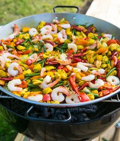 Paella med kyckling och skaldjur Paella, Couscous, Shrimp Recipes, Lchf, Vegetarian Recipes, Food And Drink, Mexican, Tro, Cooking
