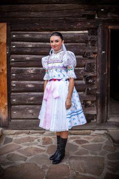 Kroje a tak Folk Costume, Costumes, Folk Clothing, Folk Embroidery, Traditional Dresses, Ukraine, Lace Skirt, European Countries, Summer Dresses