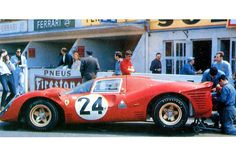24 heures du Mans 1967 - Ferrari 330 P4 #24 - Pilotes : Willy Mairesse, Jean…