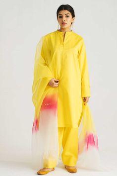 Stylish Dress Designs, Stylish Dresses, Dresses For Work, Pakistani Dress Design, Pakistani Outfits, Abaya Fashion, Fashion Dresses, Fashion Clothes, Cut Shirts