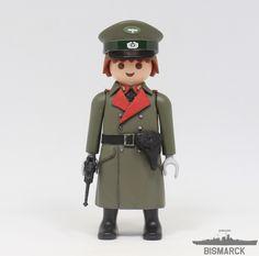 Click Customizado Oficial Superior de la Wehrmacht  Adaptacion de un playmobil, customizado como oficial Superiro de la Wehrmarcht con pistola Luger P08
