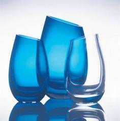 Vasene Amadeus, designet av Magnor Glassverk Art Of Glass, Glass Design, Colored Glass, Scandinavian Design, Vases, Wine Glass, Artisan, Objects, Deco