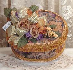Victorian round Cream Keepsake / Trinket Box - Vintage Style - Handmade / BOF-2