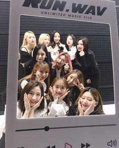 Fandom, Olivia Hye, I Love Girls, Music Files, Mamamoo, Korean Girl Groups, Twitter Sign Up, Polaroid Film, Entertaining