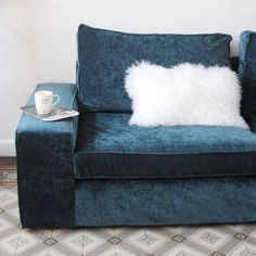 French blogger Hello Blogzine's gave her IKEA Kivik sofa a luxe update with a Bemz cover in Sea velvet | blue velvet soda with a white fur cushion | glamorous blue velvet sofa