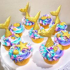 Under the Sea Mermaid Cupcakes from @sakurabakingco on Facebook and Instagram Mermaid Cupcake Cake, Mermaid Birthday Cakes, Cupcake Soap, Cupcake Cakes, Sea Cupcakes, Unicorn Cupcakes, Themed Cupcakes, Yummy Cupcakes, Ocean Cakes
