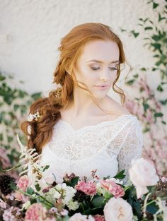 Achieve the whimsical, modern bridal look by getting inspired by this Mauve and Ivory gold spring bridal photoshoot. #springbridalinspiration #weddingstyles #whimsicalbridalstyle #bridalstyles
