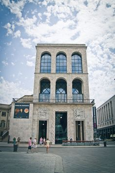 Museo del 900- Piazza del Duomo 14, Milano. 19th Century italian art, skip the old stuff and head straight to the top floor to see some of the best art pieces from the 60's and 70's. #lolagracetour #milan #culture #art