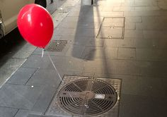 People In Sydney Are Creeped Out By Red Balloons That Suddenly Appeared Around The City - http://viralbubble.com/people-in-sydney-are-creeped-out-by-red-balloons-that-suddenly-appeared-around-the-city/