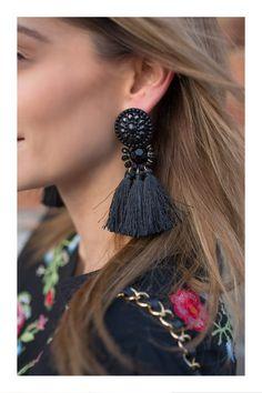 Aretes que van con la forma de tu rostro #TiZKKAmoda #accesorios #maxi #aretes #negros #earrings