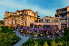 This Parksville hotel is on Vancouver Island, on Parksville Beach. The oceanfront offers easy access to the beach and an oceanfront restaurant. Beach Club Resort, Resort Spa, Best Travel Sites, Destin Beach, Hotel S, Vacation Packages, Stunning View, Beautiful, Great View