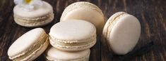 Ingredients for 12 biscuits For the macaroons: 2 egg whites (about 1 pinch of salt erythritol powder ground almonds 1 tsp baking powder food colouring For the filling: soft butter. Easy Baking Recipes, Cookie Recipes, Dessert Recipes, Macarons, Cake Dip, Cheesecake, Cheese Appetizers, Cute Desserts, Cookies