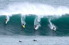 Surf up in Australia with your friends!