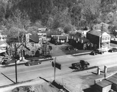 1940's Gatlinburg,  little different than today,  huh? Still beautiful though!!