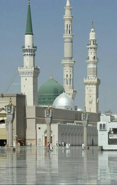 In my dreams I make my way to Medina; The home and chosen place of our beloved Prophet; Where all I feel is peace and so much joy around; No better place for me...!