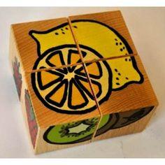 Święta coraz Bliżej, nowe zabawki w naszej ofercie każdego dnia. Pierwszą propozycją jest drewniana zabawka dla dzieci od lat 2 - Pilch 110093 - Układanka Przestrzenna Owoce.   Zestaw 4 drewnianych sześcianów z obrazkami. Na każdej ścianie klocka znajduje się element innego obrazka. Ile obrazków można ułożyć z sześcianów ??? Oczywiście, że 6!