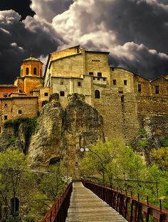 Historic Walled Town of Cuenca, Spain, UNESCO World Heritage Site. One of my favorite weekend destinations from when I lived in Spain. Places To Travel, Oh The Places You'll Go, Places To Visit, Quito, Cuenca Spain, Cuenca Ecuador, Vila Medieval, Wonderful Places, Beautiful Places