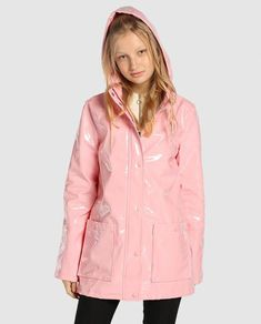 Vineyard Vines Womensraincoat Refferal: 7820821080 #WhiteRaincoat Travel Raincoat, Yellow Raincoat, Red Trench Coat, Rainy Day Fashion, Raincoats For Women, Moda Online, Rain Wear, Feminine Style, Women's Jackets