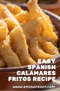 Calamares Fritos is traditional Spanish fried squid. It is also goes by the name of Calamares a la Romana. Calamares Fritos are a very popular appetizer or tapa Tapas Ideas, Tapas Recipes, Cocktail Recipes, Best Spanish Food, Spanish Tapas, Popular Appetizers, Latin Food, Few Ingredients, Food Recipes