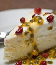 Granadilla Cheesecake with Yoghurt and Pomegranate Seeds recipe - All 4 Women Cheesecake Mix, How To Make Cheesecake, Cheesecake Recipes, Yummy Treats, Delicious Desserts, Sweet Treats, Whole 30 Dessert, Cakes Plus, Sweet Pie