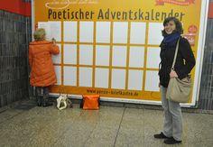 Poetischer Adventskalender im U-Bahnsperrengeschoss in München Giesing
