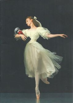 books0977:  Madeleine Eastoe of The Australian Ballet, as Clara, in The Nutcracker (2007). The lead roles managed well and lived up to their...