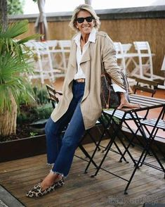 Fashion Trends for Women Over 50 - Fashion Trends Mature Fashion, Fashion For Women Over 40, 50 Fashion, White Fashion, Fashion Outfits, Fashion Trends, Capsule Wardrobe, Europe Outfits, V Instagram