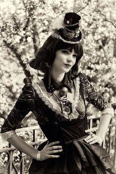 Costume steampunk mad'Hands fait main dentelle, bibi, chapeau model femme steam doll mécanique