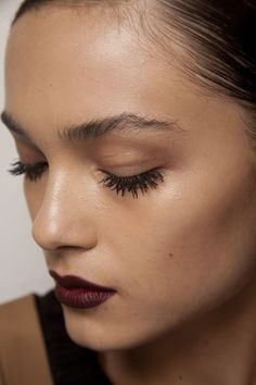 natural dewy skin dark lips mascara and natural eyebrows Makeup Inspo, Makeup Trends, Makeup Inspiration, Makeup Ideas, All Things Beauty, Beauty Make Up, Hair Beauty, Looks Style, Looks Cool