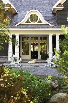 Trendy Landscaping Front Yard With Porch Curb Appeal House 40 Ideas House Design, Shingle Style, Exterior Colors, Exterior Design, Beautiful Homes, Curb Appeal, Porch Styles, Outdoor Living, House Exterior