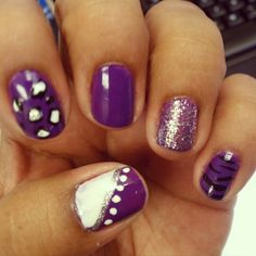 don't my nails look cute ...i need to do this sometime
