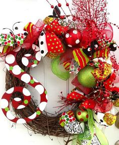 Christmas decorations, I want to do a whole theme like this wreath next year! So fun.