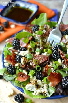 Blackberry, Bacon & Blue Cheese Salad w/ Honey Balsamic Vinaigrette.maybe use an herbed cream cheese in place of blue cheese Healthy Salads, Healthy Eating, Healthy Recipes, Healthy Food, Office Food, Honey Balsamic Vinaigrette, Balsamic Vinegar, Vinaigrette Recipe, Blue Cheese Vinaigrette
