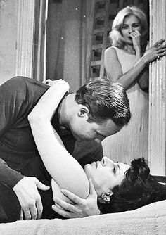Marlon Brando and Anna Magnani with Joann Woodward in background in the film The Fugitive Kind. Marlon Brando, Iconic Movies, Classic Movies, Anna Magnani, Joanne Woodward, Dramatic Arts, Screenwriting, Best Actress, Old Hollywood