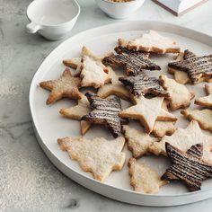 Stoneware Cake Plate | The White Company #whitechristmaswishlist