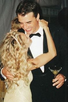 """Sarah Jessica Parker and Chris Noth as 'Carrie Bradshaw' and 'Mr. Big' in """"Sex & The City"""" (1998 - 2004)"""