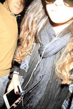 Selena saliendo de LAX, aeropuerto de Los Angeles.