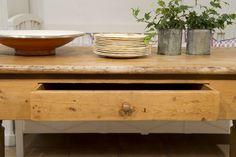 gammalt köksbord med låda : Butik Lanthandeln Trärent gammalt bord med låda SÅLT