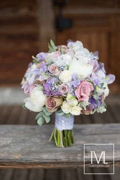 TML | TABEA MARIA-LISA FLORISTIK UND DEKORATION | bridal bouquet in lilac with amnesia roses, peonies and hydrangeas | http://tabeamarialisa.ch/flower-arch/ | photo by Andrea Kuehnis Photography