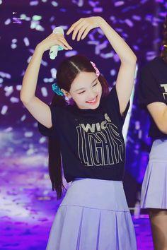 Kpop Girl Groups, Kpop Girls, Kpop Fashion, Girl Fashion, Twice Once, Nayeon Twice, Im Nayeon, Jennie Blackpink, Kpop Outfits