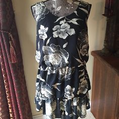 Just in Forever 21 dress Forever 21 dress size medium. Has two bands of elastic creating a tiered look. Could be worn as dress or with leggings. Black and cream/light beige. Forever 21 Dresses