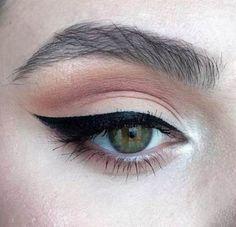 Kat Von D Black Eyeliner make up # daily make-up Source by marie Pink Makeup, Cute Makeup, Pretty Makeup, Makeup Art, Beauty Makeup, Hair Makeup, Baddie Makeup, Makeup Drawing, Gorgeous Makeup