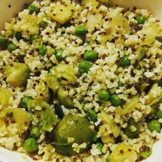 Bulgur e quinoa rossa con piselli, cavolini di Bruxelles e semini