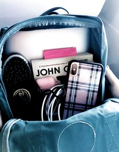 Aesthetic Backpack, Travel Aesthetic, Aesthetic Boy, Aesthetic Drawing, Mochila Kanken, Kanken Backpack, College Backpack Essentials, Office Essentials, Bathroom Essentials