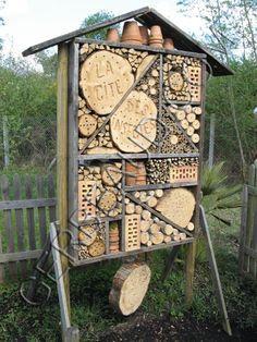 Gardening Tips – How To Garden and Landscape Garden Bugs, Garden Insects, Garden Animals, Frog House, Bee House, Bug Hotel, Mason Bees, Boho Diy, Farm Yard