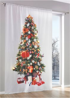 Christmas tree curtains ideas – quick and easy decoration for the holidays Christmas Tree With Gifts, Noel Christmas, Christmas Decorations, Holiday Decor, Tree Curtains, Wall Curtains, Deco Led, Decoration Table, Christmas Shopping