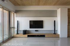站內文章-室內設計 : 日光下 現代日式簡約風情 :::幸福空間:::華人首選室內設計、裝潢影音入口平台! Living Tv, Home Living Room, Living Room Interior, Living Room Decor, Tv Unit Furniture Design, Modern Tv Wall Units, Tv Wand, Living Room Tv Unit Designs, Tv Wall Decor